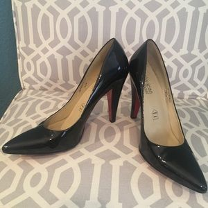 Cathy Jean black patent leather heels with red
